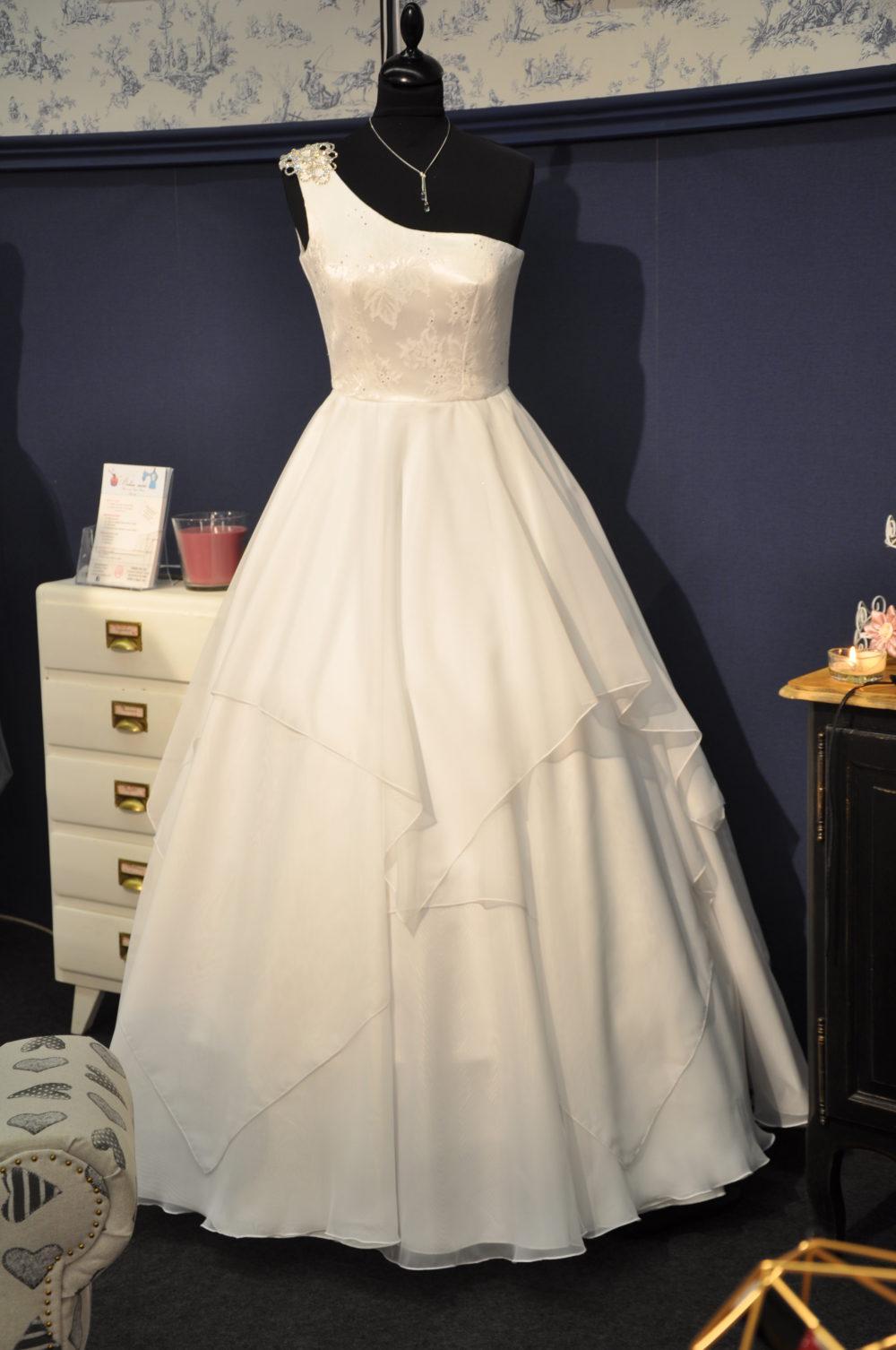 Robe de mariée à domicile-ANGELINE -robe princesse-Cholet- boutique de mariage-location robe de mariée-vente robe de mariage-robe unique