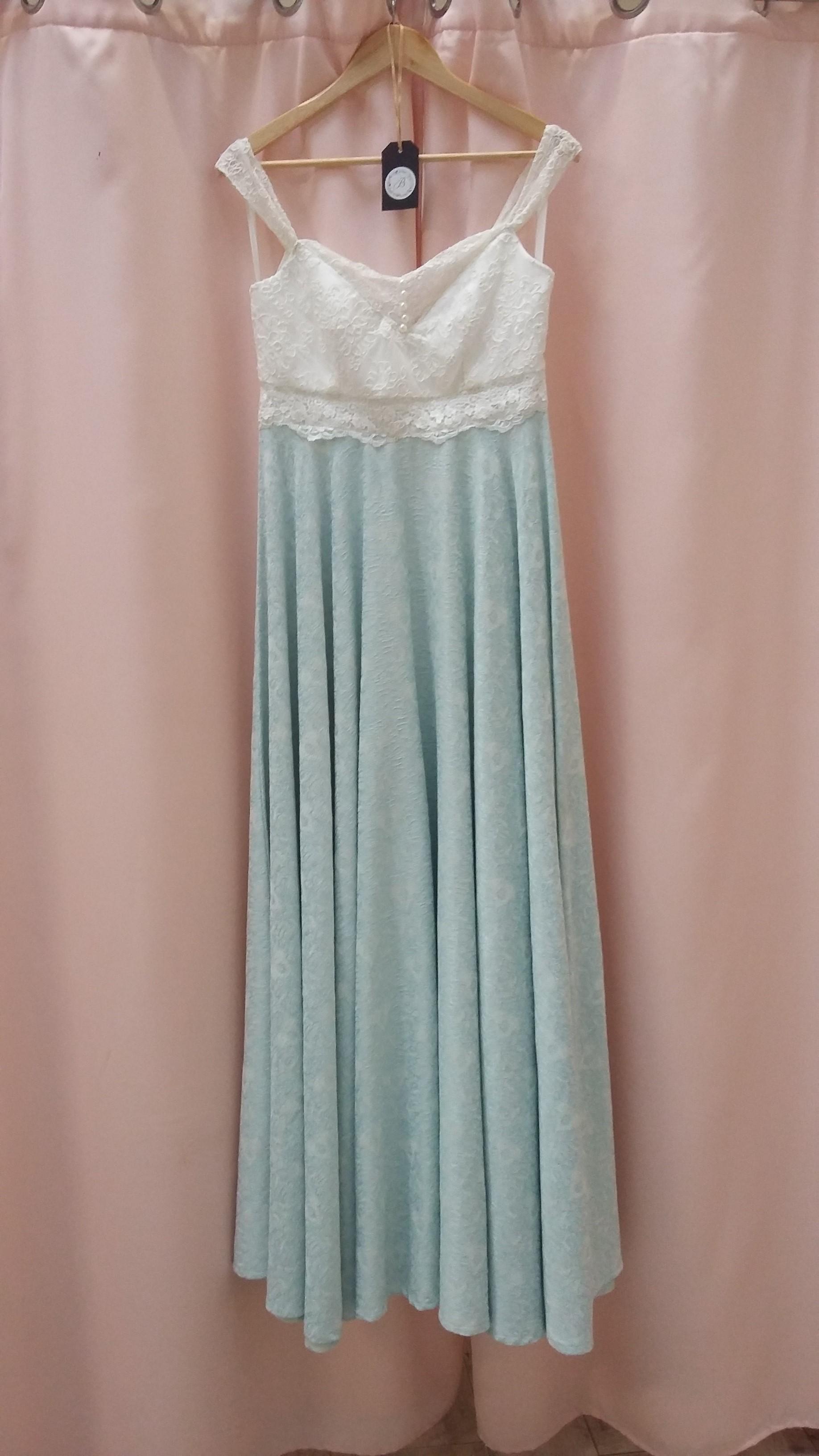 Robe de mariée à domicile - COLINE - Robe de mariée colorée , verte- boutique de mariage de créateur Cholet