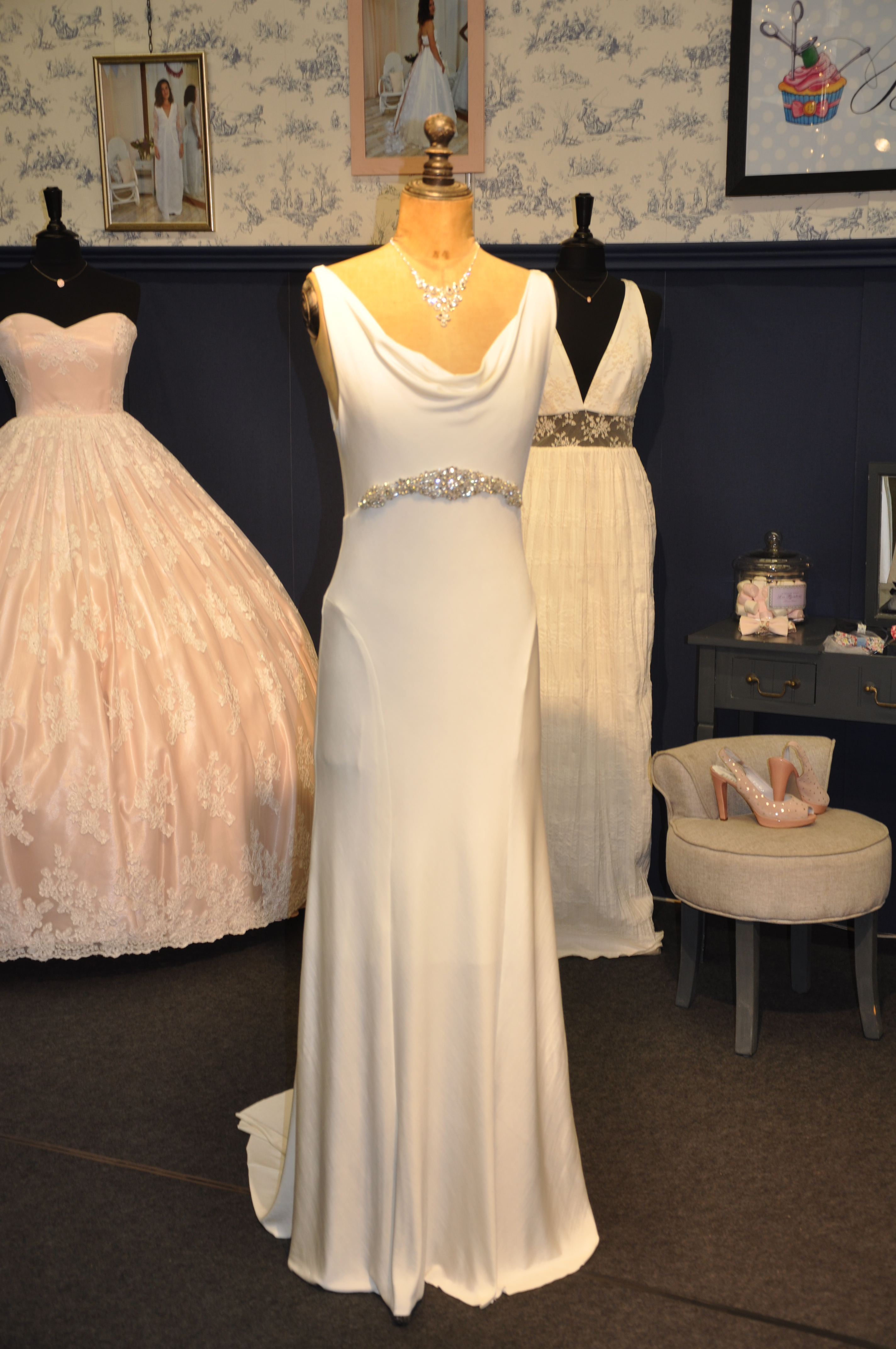 Robe de mariée à domicile - JASMINE - robe de mariée décolleté bénitier - Cholet - Boutique de mariage 49, robe de mariée pas cher, créatrice 49, robe de mariée princesse