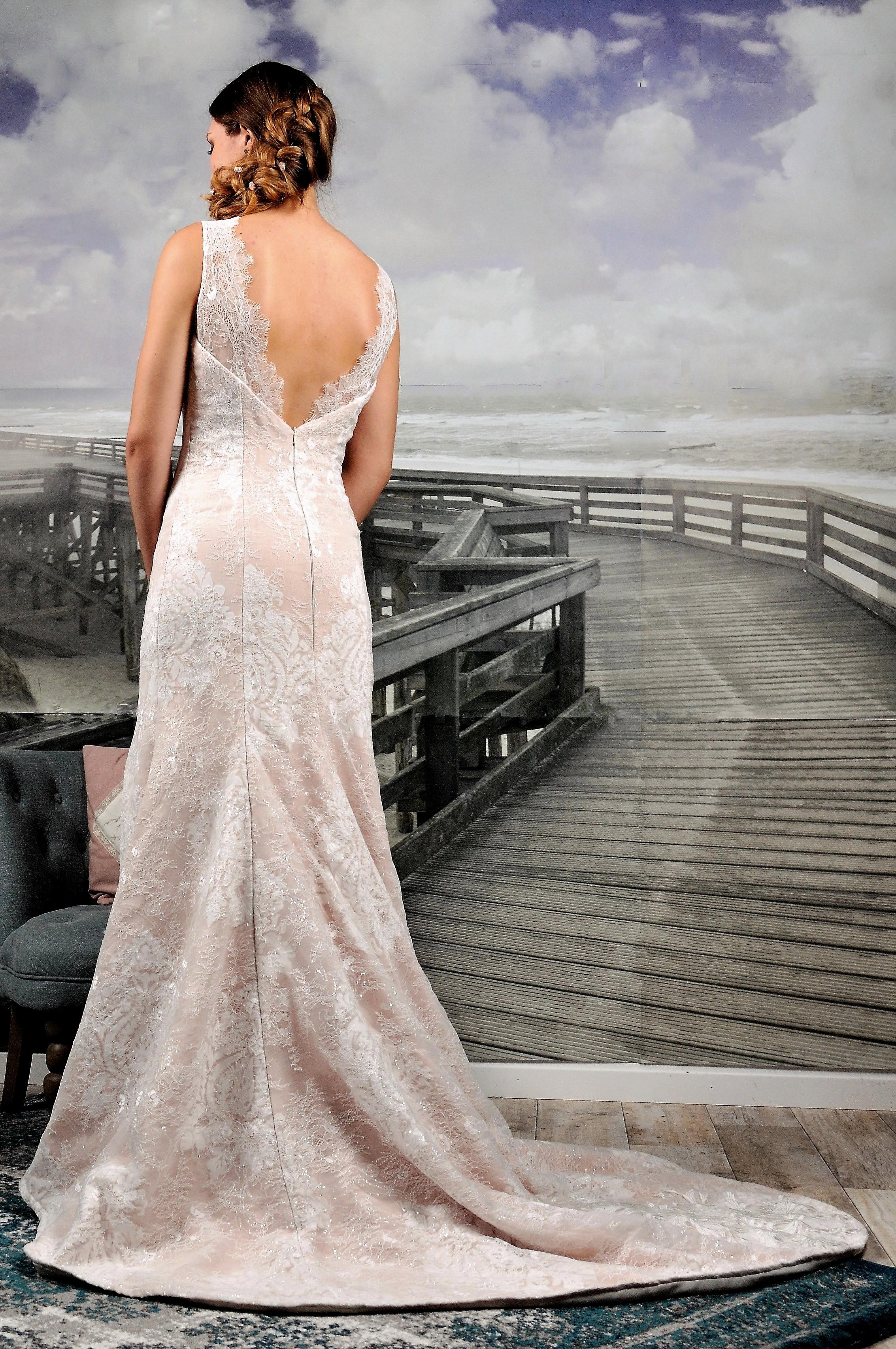 Robe de mariée à domicile -MELISSA - Robe rose avec dentelle blanche - Cholet - Boutique de mariage 49 - vente à domicile 49, location robe de mariée 49, robe de mariée pas cher, Créatrice 49
