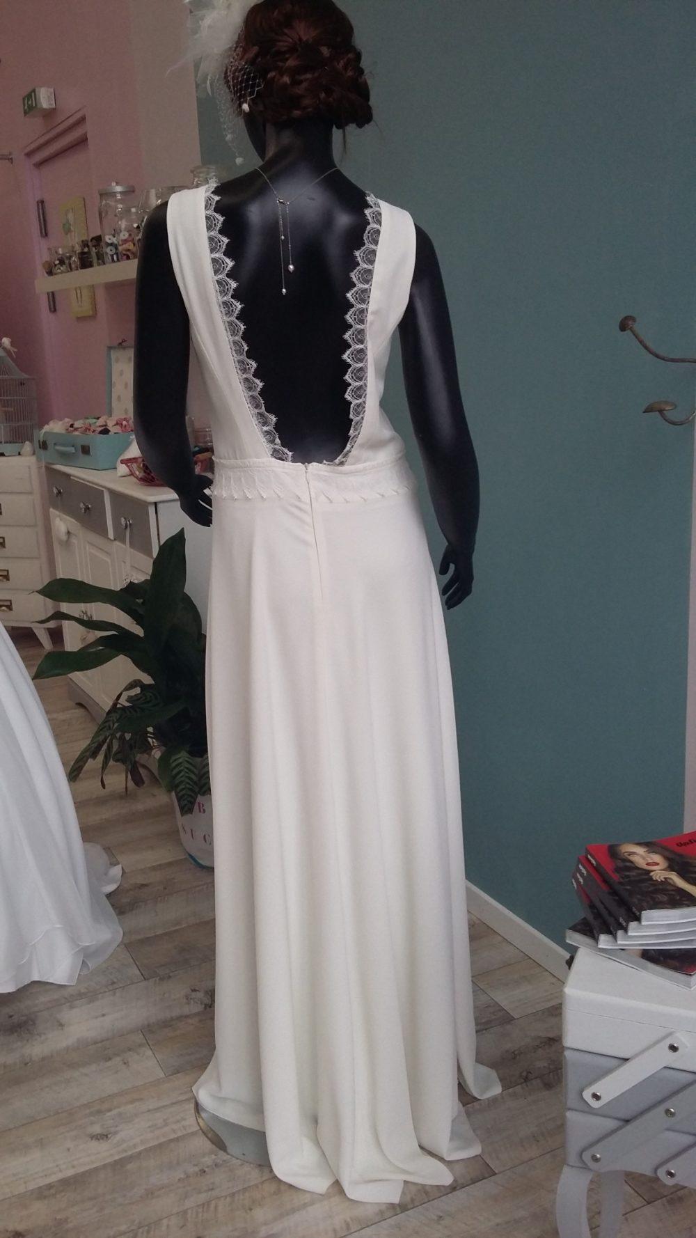 Robe de mariée à domicile - PAULINE - Robe fluide - boutique de mariage Cholet - robe de mariée de créateur - dos nu - dentelle