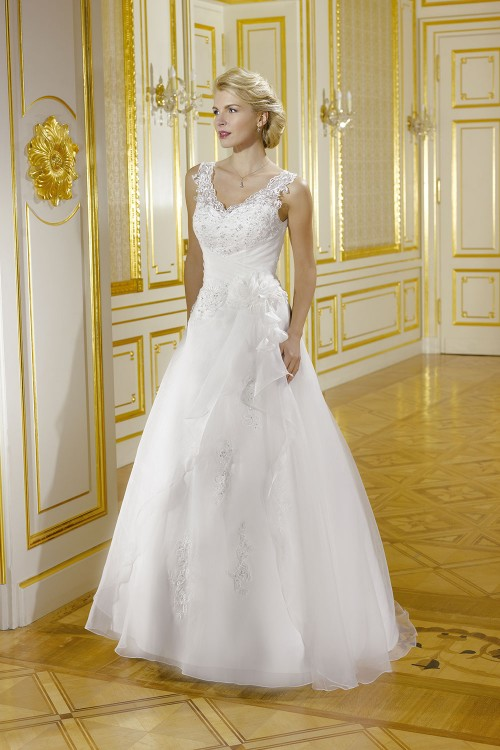 Robe de mariée à domicile - Miss kelly Collector - Robe de mariée avec traine. Boutique de mariage Cholet, Bressuire, Chemillé